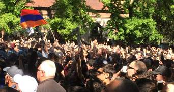 """В Ереване оппозиция объявила о начале """"Бархатной революции"""""""