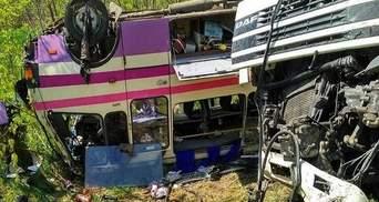 На Миколаївщині зерновоз зіткнувся з двома автобусами: понад десяток постраждалих (фото)
