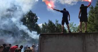 """Что делает """"Нацорпус"""" возле дома Левочкина: опубликованы яркие фото"""