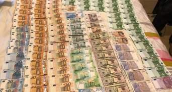 """Долларовые """"ковры"""" и госизмена: Луценко сообщил детали обысков в """"РИА Новости Украина"""""""