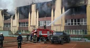 У Львові спалахнула масштабна пожежа на спорткомплексі Міноборони: горів тир та адмінбудівля