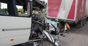 Смертельные ДТП на Житомирщине и Николаевщине: Омелян назвал причину аварий