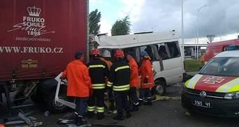 Столкновение автобуса и грузовика на Житомирщине: обнародовано число погибших детей
