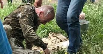 Колишній військовослужбовець підпалив себе біля будівлі Міноборони: відео 18+