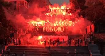 Палаючі Потьомкінські сходи: в Одесі влаштували видовищний флешмоб на підтримку Сенцова