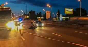 Автомобиль полиции попал в тройное ДТП в Киеве: есть пострадавшие