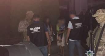 На Закарпатті поліція затримала жінку, яка намагалася продати свого трирічного сина