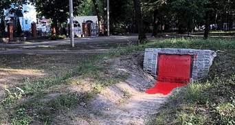 В Харькове снова облили краской памятник УПА