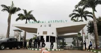 В Нигерии силовики заблокировали вход в здание парламента: подробности