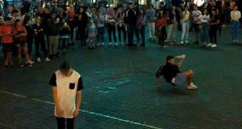 Різні світи: мережу шокував інцидент в центрі Києва в роковини Іловайської трагедії