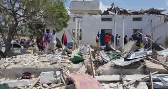 В результате теракта в Сомали погибли шесть человек