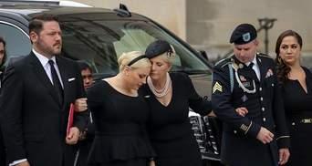 Америка Маккейна завжди була великою, – донька сенатора зі сльозами згадала батька