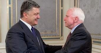 В честь Маккейна: Порошенко хочет переименовать киевскую улицу