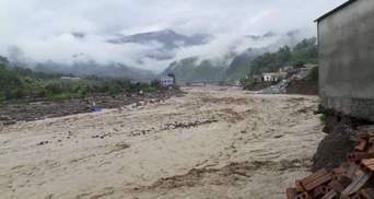 Внаслідок повені у В'єтнамі загинули 13 людей, троє зникли безвісти