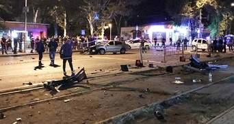 Ужасная авария в Одессе: авто влетело в остановку с людьми, есть жертвы