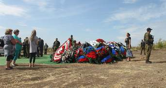 """""""Так хоронят бездомных"""": в сети обсуждают фото с могилы Захарченко"""