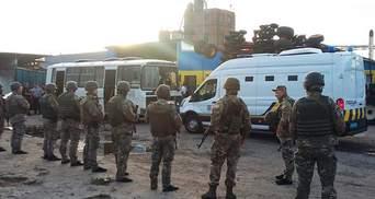 Після сутичок з рейдерами на Харківщині поліція затримала півсотні людей: фото