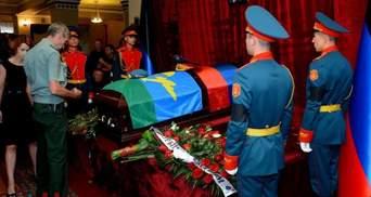 Убийство Захарченко: появились фото могилы главаря боевиков, которую окружила вооруженная охрана