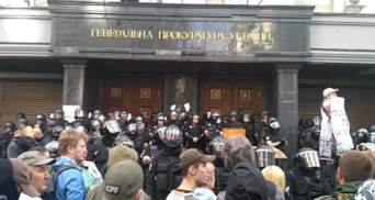 Столкновения под ГПУ: в полиции сообщили о вооруженном задержанном