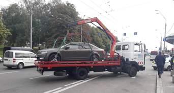 """""""Неоране поле порушників"""": водії київських авто не дотримуються нових правил паркування"""