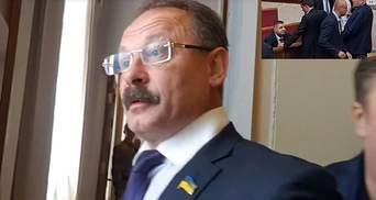 "Нардеп Барна обматерил журналиста, который поймал политика на ""кнопкодавстве"": видео 18+"