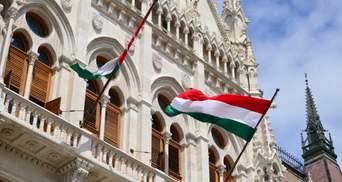 Скандал із угорськими паспортами: висланий Будапештом дипломат повернувся в Україну