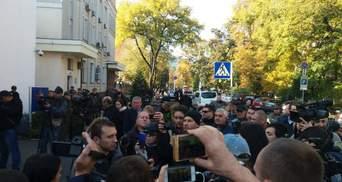 Знайти та покарати: під будівлею МВС представники С14 вимагають розслідувати замах на Мазура