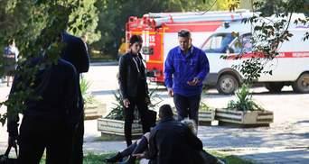 Із коледжу в Керчі почали вивозити тіла загиблих, до міста летять російські медики: відео