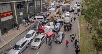 Авария в Киеве на Леси Украинки: появилось видео, как кран протаранил около 20 автомобилей