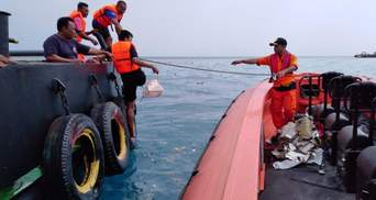 Авария самолета Boeing 737 в Индонезии: в море нашли обломки и личные вещи пассажиров