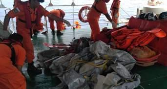 Пассажирский Boeing упал в море в Индонезии: на борту были высокопоставленные чиновники