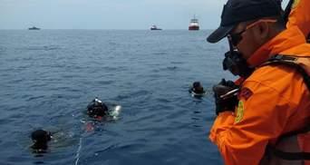 Авиакатастрофа в Индонезии: спасатели сообщили, что не нашли живых