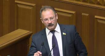 Скандальний Барна хоче позбавити акредитації до парламенту журналіста, якого сам облаяв
