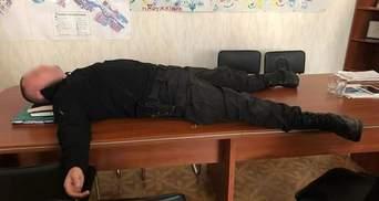 Майор полиции, которого поймали на заоблачной взятке, оказался помощником нардепки Черновол