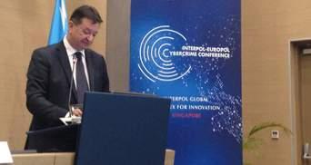 Интерпол может возглавить россиянин: его родной брат представляет Украину в ОБСЕ