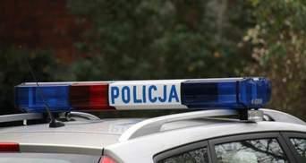 У Польщі порушили справу проти українця через наліпку з тризубом на авто