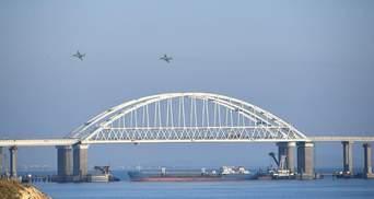 Російські кораблі вільно проходять під Керченським мостом, – ВМС України