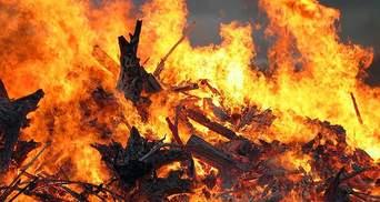 В анексованій Керчі масштабна пожежа: фото та відео