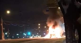 В сети опубликовали видео взрыва маршрутки в Магнитогорске, слышны выстрелы 18+