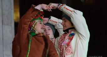 Тисячі українців заспівали відому колядку у центрі Харкова: захопливе відео