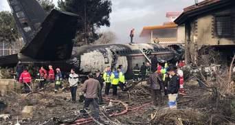 Грузовой самолет разбился в Иране, много погибших: жуткие фото и видео