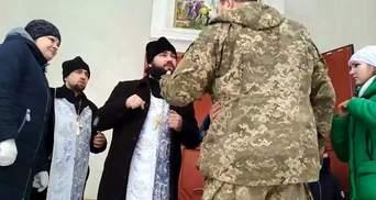 В храме УПЦ МП в Винницкой области произошел скандал: священник выгнал дочь бойца ВСУ – видео