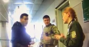 """В аеропорту """"Бориспіль"""" зухвалий мігрант напав на прикордонника: відео"""