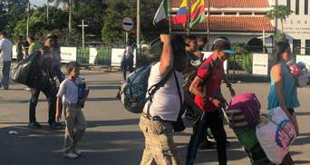 Тисячі людей покидають Венесуелу через політичну кризу в країні
