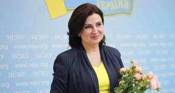 """Богословская показала """"простому народу"""" 2,5 миллиона гривен залога в черном пакете"""