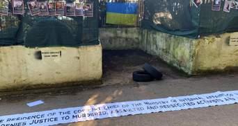 На вилле Авакова в Италии вывесили фото Гандзюк и других убитых украинских активистов