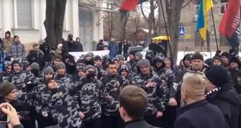 Консульство Росії закидали зеленкою та яйцями у Харкові: відео