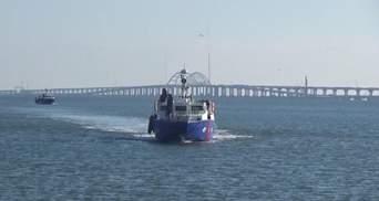 Боевые катера РФ заступили на патрулирование акватории возле Крымского моста: фото