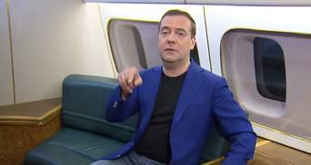 Медведев снова опозорился: российский премьер забыл, как рисовать восьмерку
