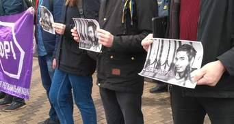 Под посольством РФ в Киеве активисты требуют освободить политзаключенного Гриба: фото
